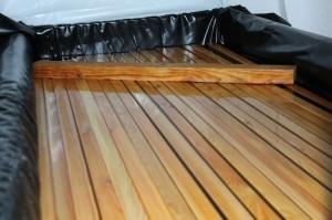Behandelen geimpregneerd hout